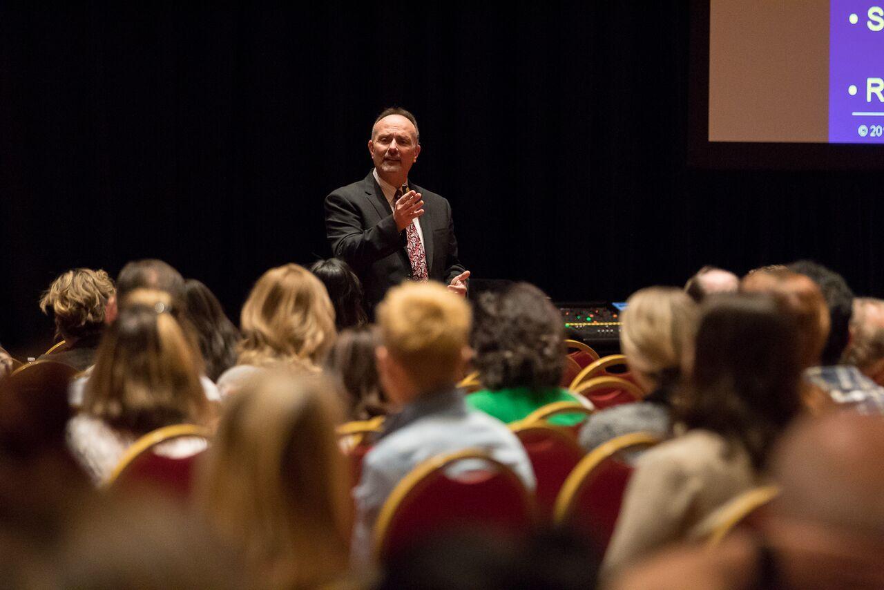 Tom Viola speaking at dental meeting about opioids prescribing